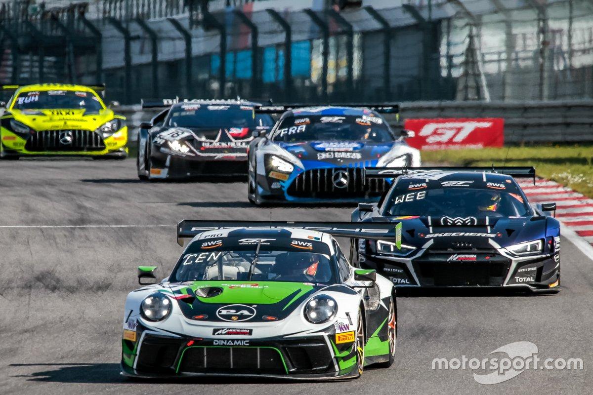 #54 Dinamic Motorsport Porsche 911 GT3-R: Sven Müller, Matteo Cairoli, Christian Engelhart