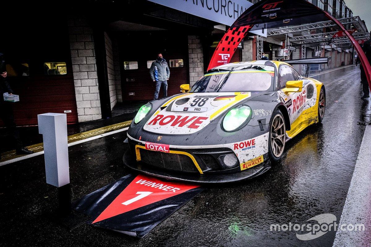 L'auto vincente, #98 ROWE Racing Porsche 911 GT3-R: Nick Tandy, Earl Bamber, Laurens Vanthoor