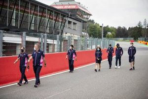 Lance Stroll, Racing Point walks the track with his enginners