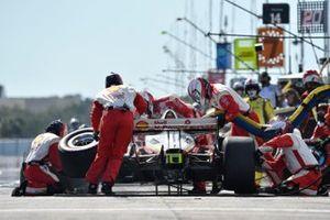 Scott McLaughlin, Team Penske Chevrolet pit stop