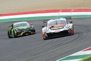 Alex De Giacomi, Marco Cassarà, Dinamic Motorsport, Porsche 911 GT3 R precede Daniel Webster, Giacomo Riva, CRAM Motorsport, PORSCHE CAYMAN 718 GT4