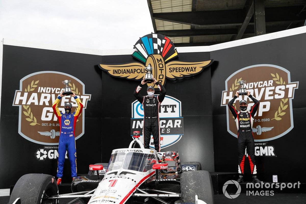 Josef Newgarden, Team Penske Chevrolet, ganador de la carrera, Alexander Rossi, Andretti Autosport Honda y Rinus VeeKay, Ed Carpenter Racing Chevrolet