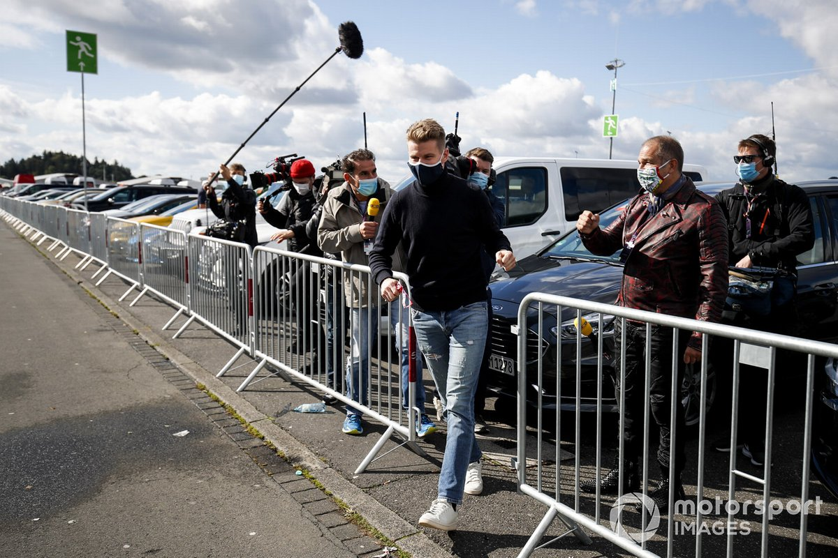 Nico Hulkenberg, Racing Point, llega al circuito