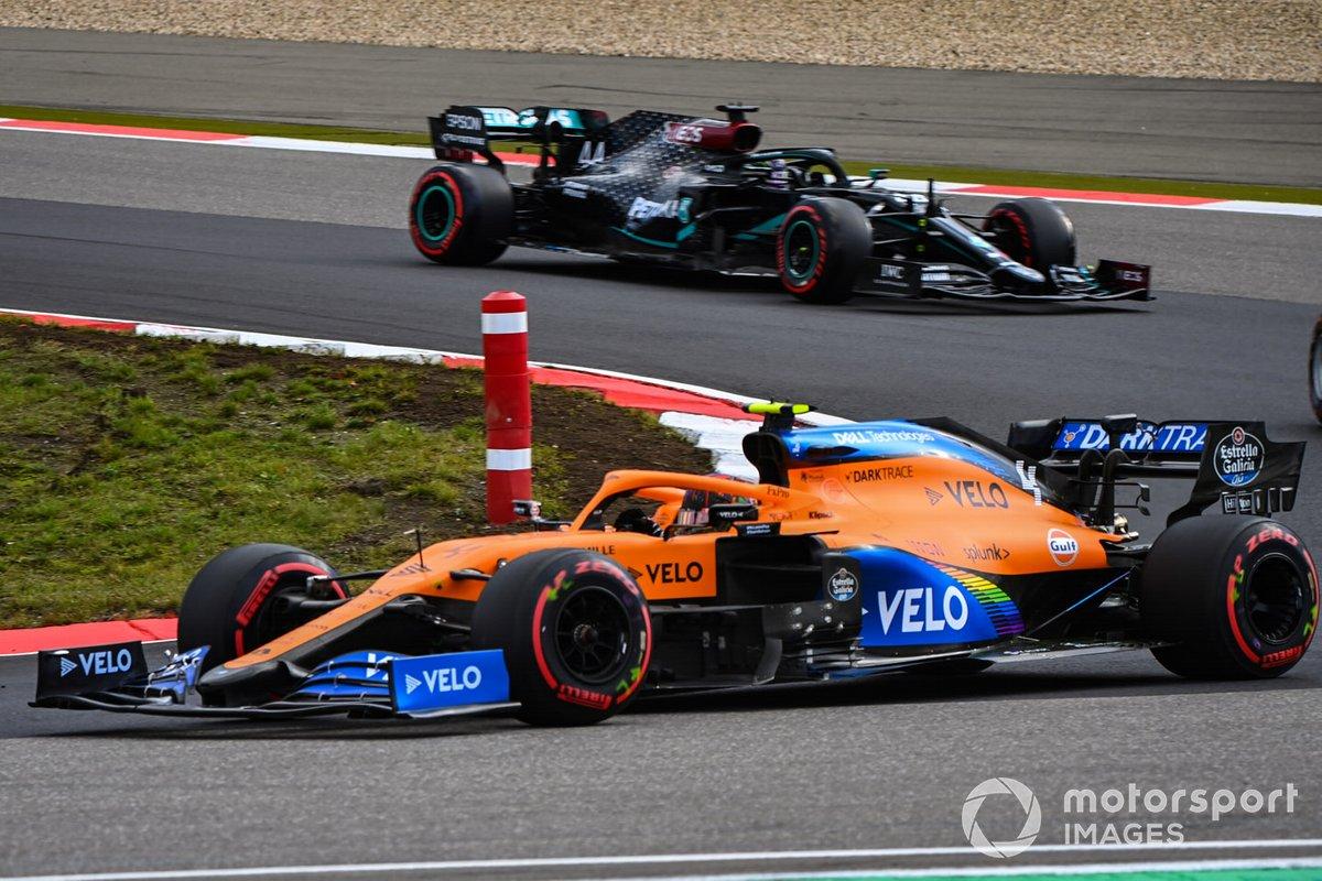 Lando Norris, McLaren MCL35, Lewis Hamilton, Mercedes F1 W11