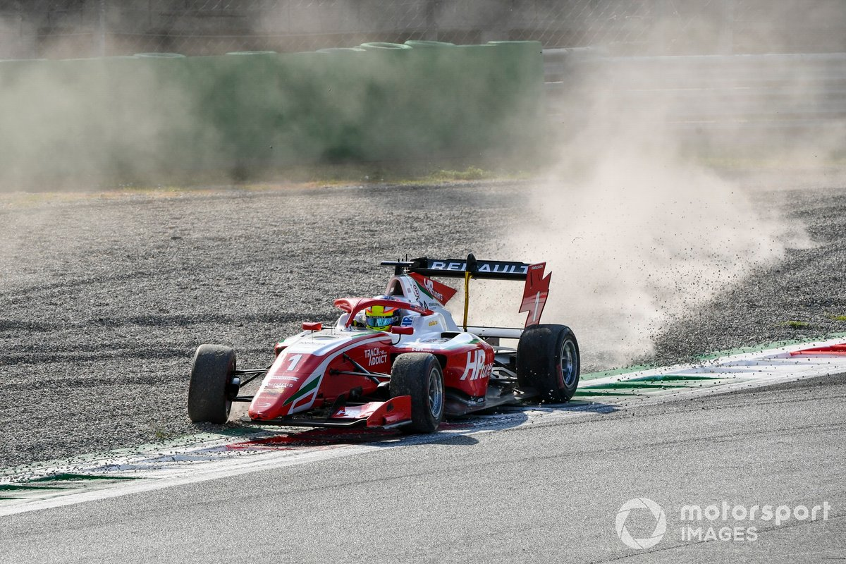 Oscar Piastri, Prema Racing sulla ghiaia senza l'ala frontale