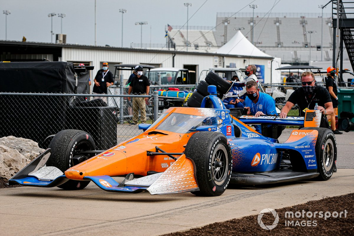 Ganador Scott Dixon, Chip Ganassi Racing Honda va al victory lane