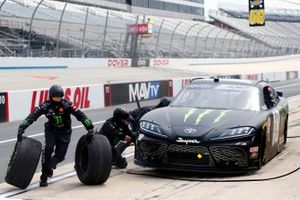 Riley Herbst, Joe Gibbs Racing, Toyota Supra Monster Energy pit stop