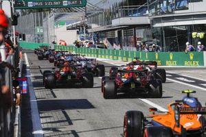 Alex Albon, Red Bull Racing RB16, Kimi Raikkonen, Alfa Romeo Racing C39, Max Verstappen, Red Bull Racing RB16, and Lando Norris, McLaren MCL35, head for the track