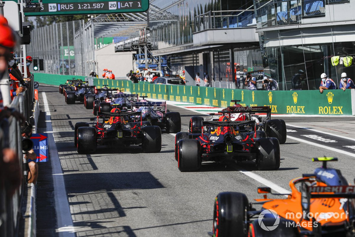 Alex Albon, Red Bull Racing RB16, Kimi Raikkonen, Alfa Romeo Racing C39, Max Verstappen, Red Bull Racing RB16, and Lando Norris, McLaren MCL35, head for the track