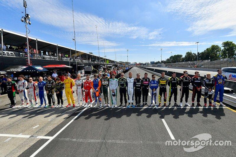I piloti le cre e i membri dello staff della IndyCar series commemorano Anthonie Hubert