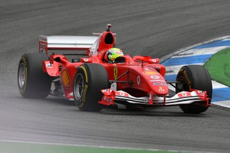 Mick Schumacher in de Ferrari F2004