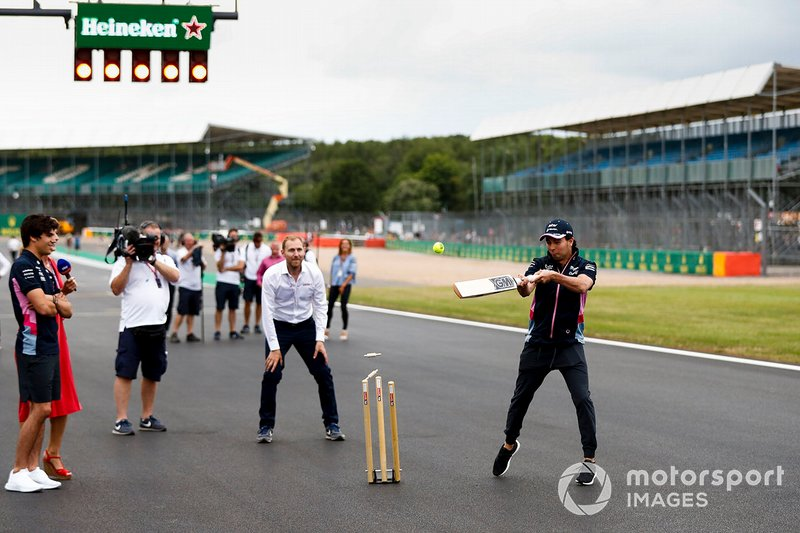 Lance Stroll, Racing Point and Sergio Perez, Racing Point play cricket