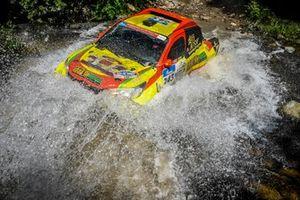 Peng Fuzhen y Fu Xinming, Soaring Dragon Racing Team, LXTX Hilux (243)