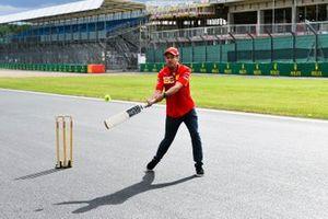 Sebastian Vettel, Ferrari plays cricket