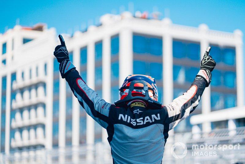 Il vincitore della gara Sébastien Buemi, Nissan e.Dams festeggia al parc ferme