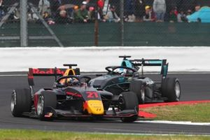 Юри Випс, Hitech Grand Prix, и Джейк Хьюз, HWA RACELAB