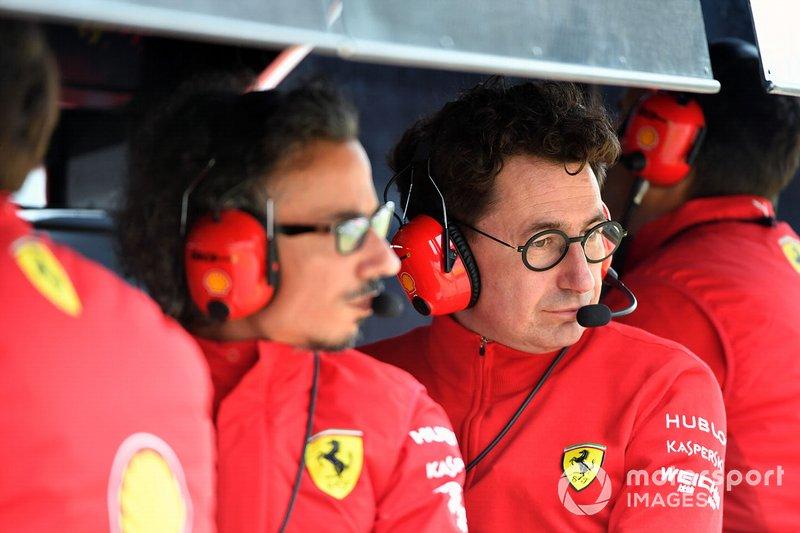 Laurent Mekies, Sporting Director, Ferrari, e Mattia Binotto, Team Principal Ferrari, sul pit wall