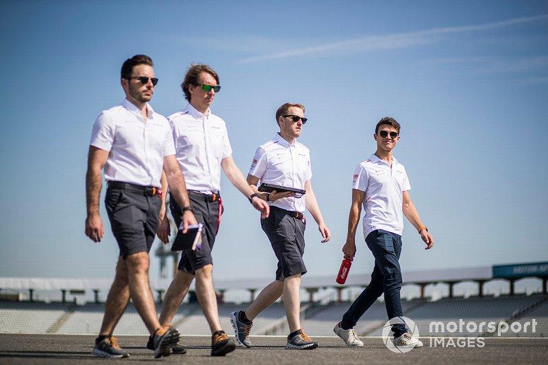 Lando Norris, McLaren fait un trackwalk avec ses mécaniciens