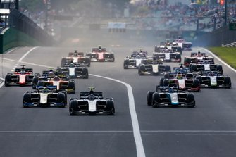 Nyck De Vries, ART Grand Prix leads Nicholas Latifi, Dams, Luca Ghiotto, UNI Virtuosi Racing and Mick Schumacher, Prema Racing at the start f the race