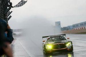 Il vincitore #6 BLACK FALCON Mercedes-AMG GT3: Patrick Assenheimer, Manuel Metzger
