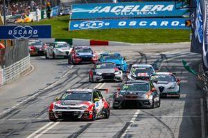 Роб Хафф, SLR Volkswagen, Volkswagen Golf GTI TCR, и Микель Аскона, PWR Racing, CUPRA León TCR