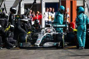 Lewis Hamilton, Mercedes AMG F1 W10, lascia i box dopo una fermata
