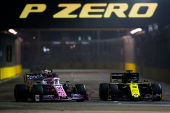 Daniel Ricciardo, Renault F1 Team R.S.19, battles with Lance Stroll, Racing Point RP19