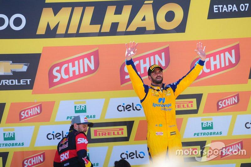 Thiago Camilo comemora vitória na Corrida do Milhão de 2015