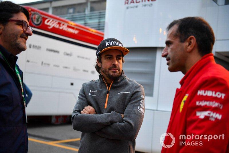 Fernando Alonso, McLaren, con Marc Gene, Ferrari