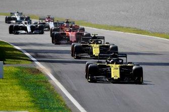 Daniel Ricciardo, Renault F1 Team R.S.19, leads Nico Hulkenberg, Renault F1 Team R.S. 19, Charles Leclerc, Ferrari SF90, Carlos Sainz Jr., McLaren MCL34, and Lewis Hamilton, Mercedes AMG F1 W10