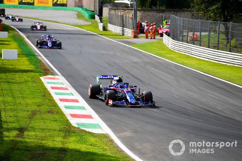 Pierre Gasly, Toro Rosso STR14, precede Daniil Kvyat, Toro Rosso STR14