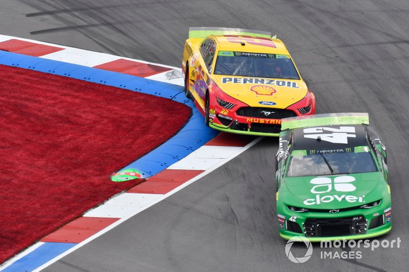 Kyle Larson, Chip Ganassi Racing, Chevrolet Camaro Clover, Joey Logano, Team Penske, Ford Mustang Shell Pennzoil/Autotrader