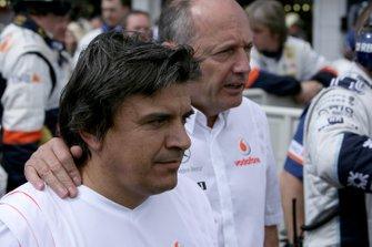 Ron Dennis, Team Principal della McLaren e Fernando Alonso, McLaren, al GP di Ungheria del 2007