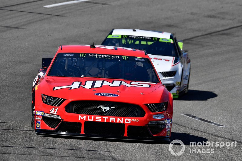 Daniel Suarez, Stewart-Haas Racing, Ford Mustang Haas Automation and \ Brad Keselowski, Team Penske, Ford Mustang Discount Tire