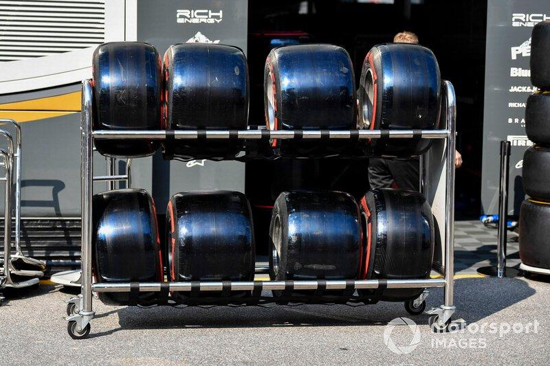 Pneus macios da Pirelli