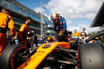 Carlos Sainz Jr., McLaren, enters his car on the grid