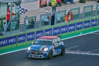 Gustavo Sandrucci, Maldarizzi Automotive By Melatini Racing, prende la bandiera a scacchi