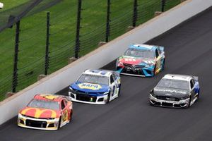 Kyle Larson, Chip Ganassi Racing, Chevrolet Camaro McDonald's and Chase Elliott, Hendrick Motorsports, Chevrolet Camaro NAPA AUTO PARTS