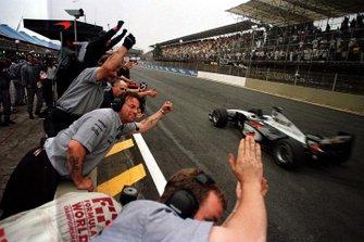 1. Mika Häkkinen, McLaren MP4/13