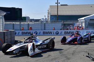 Jose Maria Lopez, Dragon Racing, Penske EV-3 con la monoposto danneggiata, Robin Frijns, Envision Virgin Racing, Audi e-tron FE05