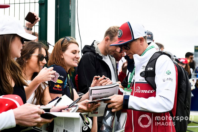 Kimi Raikkonen, Alfa Romeo Racing, signs autographs for fans