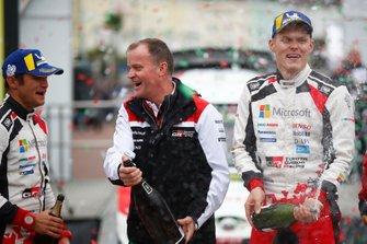 Ganadores Ott Tänak, Martin Järveoja, Toyota Gazoo Racing WRT Toyota Yaris WRC con Tommi Makinen, Toyota Gazoo Racing