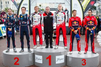 Podio: Il vincitore Ott Tänak, Martin Järveoja, Toyota Gazoo Racing WRT Toyota Yaris WRC, secondo classificato Thierry Neuville, Nicolas Gilsoul, Hyundai Motorsport Hyundai i20 Coupe WRC, terzo classificato Sébastien Ogier, Julien Ingrassia, Citroën World Rally Team Citroen C3 WRC con Tommi Makinen, Toyota Gazoo Racing