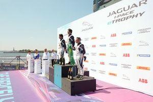 The PRO podium: Race winner Sérgio Jimenez, Jaguar Brazil Racing, Cacá Bueno, Jaguar Brazil Racing, 2nd position, Simon Evans, Team Asia New Zealand, 3rd position