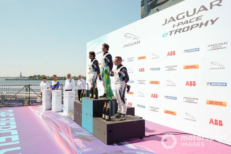 The PRO podium: Race winner Sérgio Jimenez, Jaguar Brazil Racing, Cacá Bueno, Jaguar Brazil Racing, 2nd position, Simon Evans, Team Asia New Zealand, 3rd position