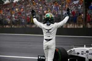 Felipe Massa, Williams Racing, waves to fans