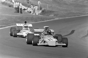 Mike Beuttler, March 721G Ford, Denny Hulme, McLaren M19C Ford