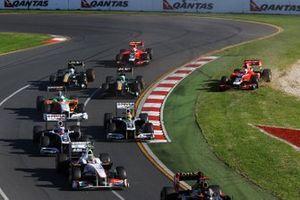 Старт: Тимо Глок, Virgin Racing MVR-02, выехал с трассы
