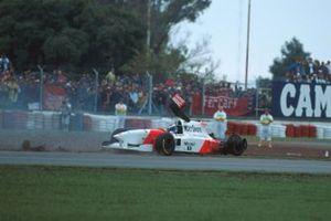 Mika Hakkinen, Mclaren MP4-10 spins off after collision with Eddie Irvine