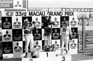 Podium: Race winner Andy Wallace, Madgwick Motorsport, second place Mauricio Gugelmin, West Surrey Racing, third place Jan Lammers, Murray Taylor Racing